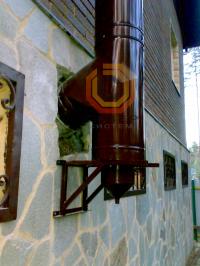 """Установка стального окрашенного дымохода на базе труб типа """"сендвич"""" по фасаду здания"""