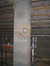 Проход дымоходной системой из керамики чердачного помещения деревянного здания